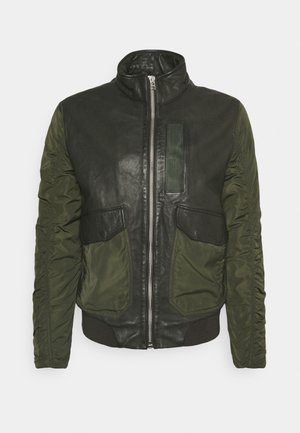 CHAIN BOMBER - Bomber Jacket - leaf green