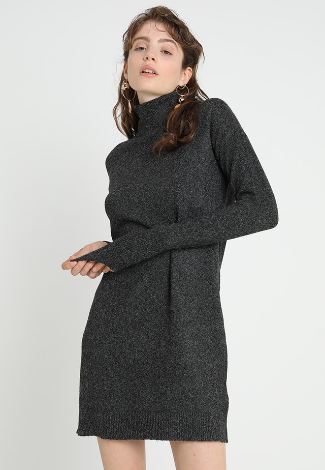 VMBRILLIANT ROLLNECK DRESS  - Abito in maglia - black melange
