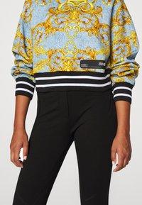 Versace Jeans Couture - Sweatshirt - azzurro scuro - 6