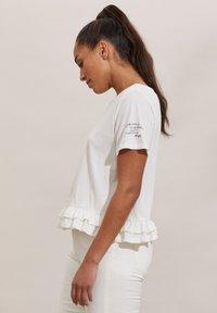 Odd Molly - SALLY - Print T-shirt - light chalk - 2