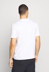 Oakley - MARK II TEE - Print T-shirt - white - 2