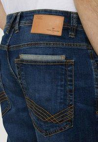 TOM TAILOR - MORRIS  - Denim shorts - mid stone wash denim - 5