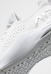 Nike Performance - AIR MAX BELLA TR 3 - Trainings-/Fitnessschuh - pure platinum/metallic silver/summit white/white - 5