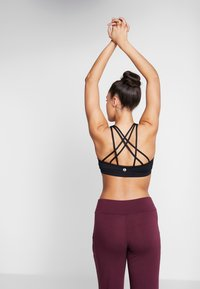 Cotton On Body - STRAPPY SPORTS CROP - Sport-BH mit leichter Stützkraft - black