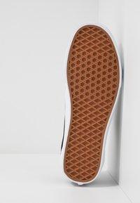 Vans - OLD SKOOL - Sneakersy niskie - black/multicolor/true white - 4