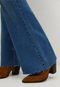 Mango - FLARE - Široké džíny - middenblauw - 6