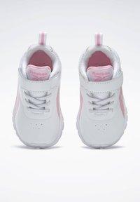 Reebok - REEBOK RUSH RUNNER 3 SHOES - Sneakersy niskie - white - 1