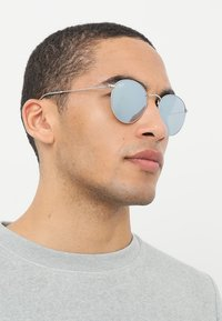 Ray-Ban - 0RB3447 ROUND METAL - Solbriller - light green/mirror silver-coloured - 1