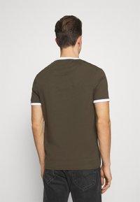 Lyle & Scott - RINGER TEE - Basic T-shirt - trek green/white - 2