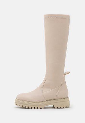 Botas con plataforma - crema