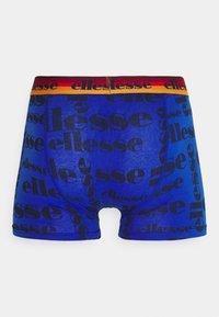 Ellesse - MENS PRINTED 2 PACK - Boxerky - blue/red - 4