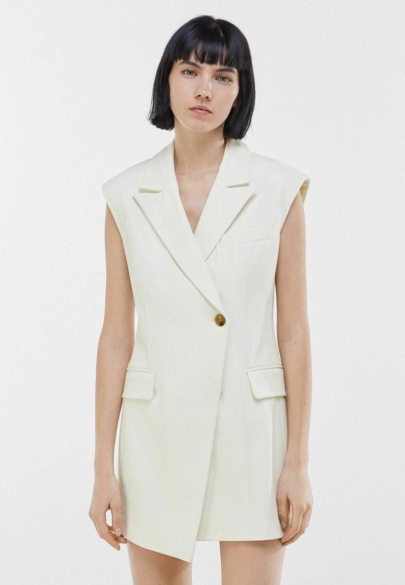 Bershka - ELEGANTES - Waistcoat - white