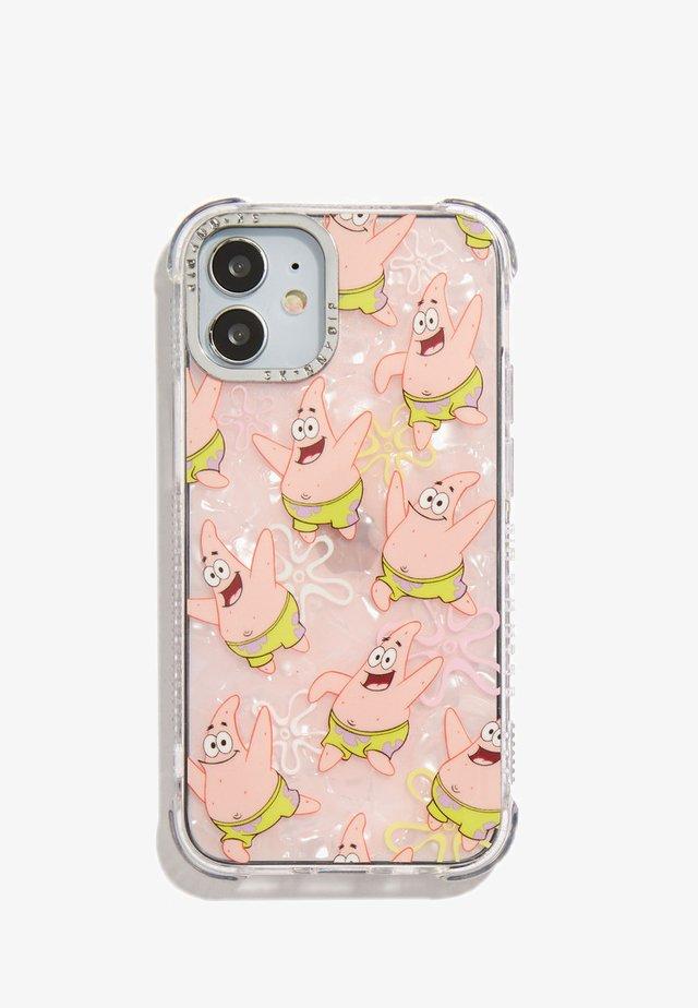 SPONGEBOB X SKINNYDIP HAPPY PATRICK SHOCK CASE IPHONE 12 PRO MAX - Phone case - pink