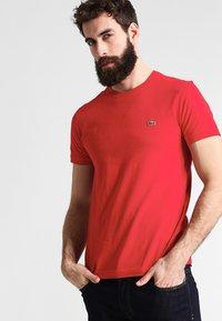 Lacoste - T-shirt basique - rouge - 0