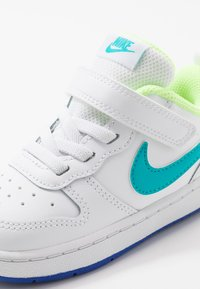 Nike Sportswear - COURT BOROUGH 2 - Sneakers basse - white/oracle aqua/hyper blue/ghost green - 2