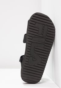 Fila - TOMAIA - Sandały na platformie - black - 6