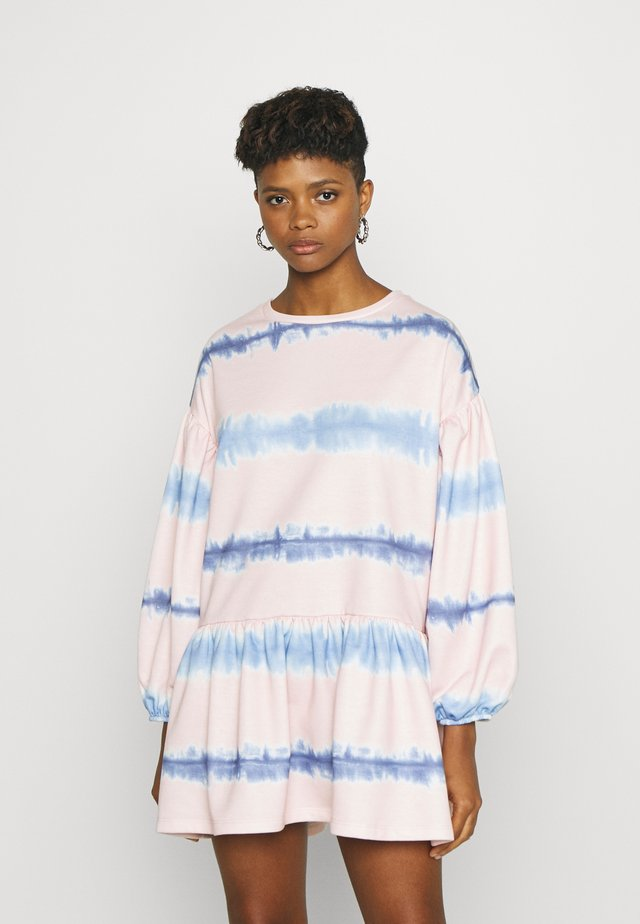 TIE DYE STRIPE DRESS - Korte jurk - pink