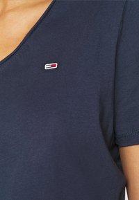 Tommy Jeans - SLIM VNECK - T-shirt basic - blue - 5