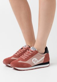 No Name - CITY RUN JOGGER - Trainers - pink/old pink - 0