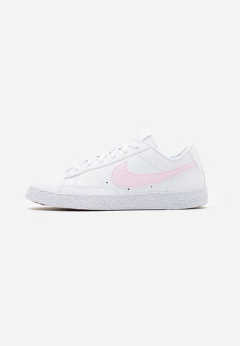 BLAZER LOW - Trainers - white/pink