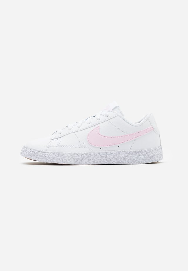 BLAZER LOW - Sneakers laag - white/pink