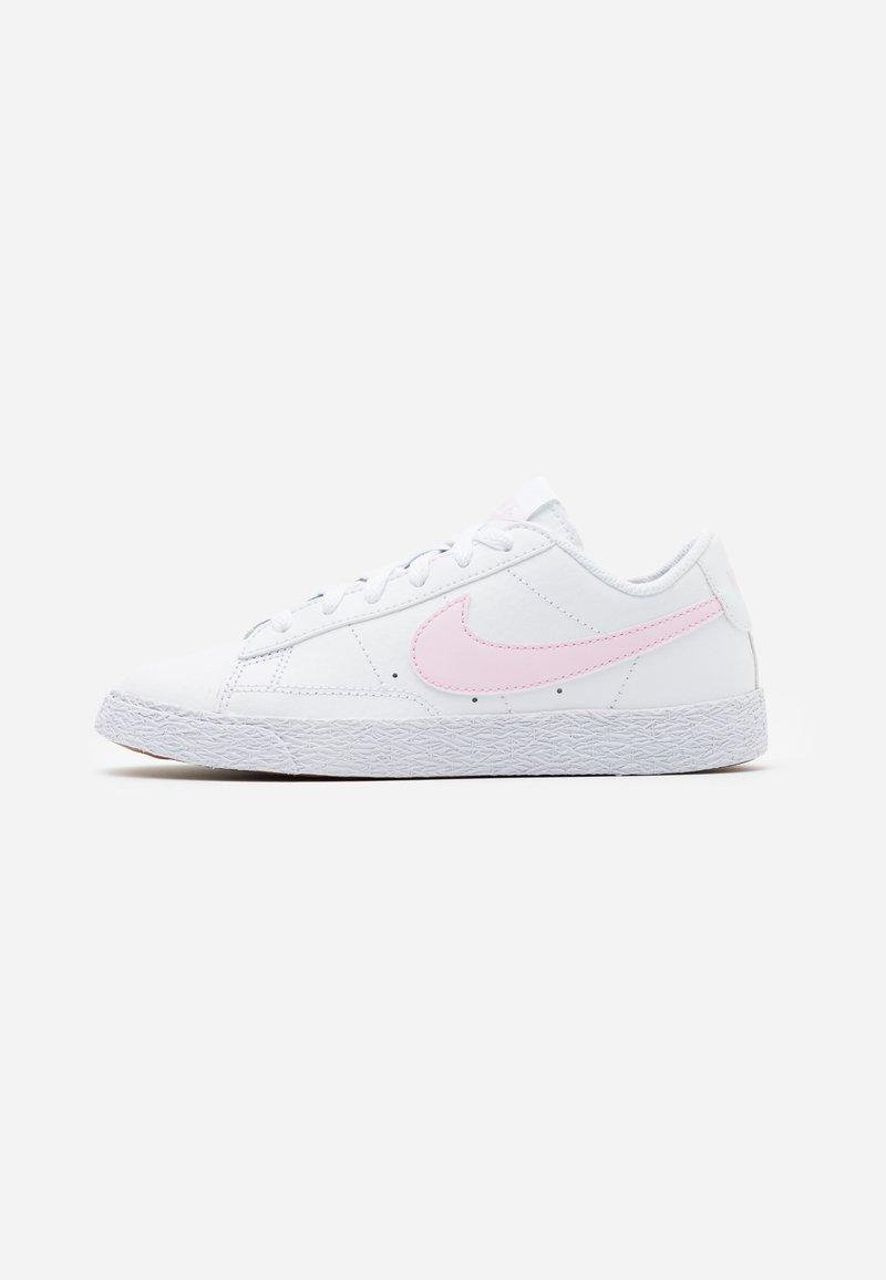Nike Sportswear - BLAZER LOW - Trainers - white/pink