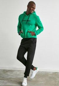 Trendyol - Pantalon de survêtement - black - 4