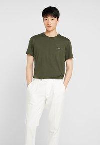 Lacoste - T-shirt basique - baobab - 0