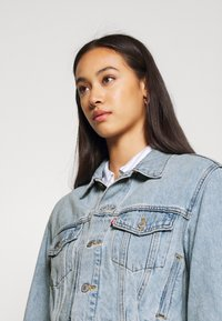 Levi's® - LOOSE SLEEVE TRUCKER - Jeansjacka - light blue denim - 3