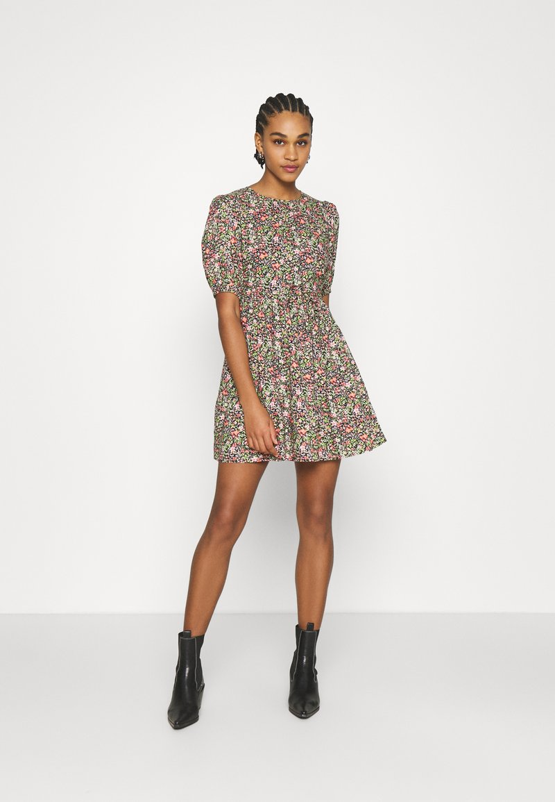 Miss Selfridge - CLUSTER FLORAL DRESS - Denní šaty - black