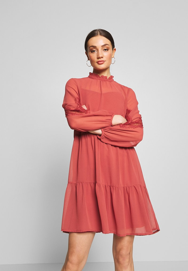 Vero Moda - VMINGEBORG SHORT DRESS - Robe d'été - marsala