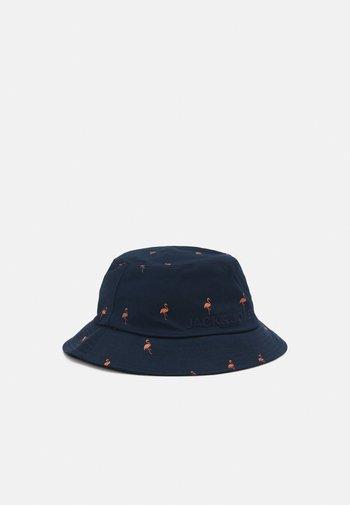 JACFLAMINGO BUCKET HAT