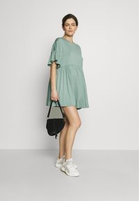 Missguided Maternity - MATERNITY FRILL SLEEVE SMOCK DRESS - Jersey dress - sage - 1