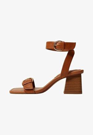 MORE - Sandaalit nilkkaremmillä - halvbrun
