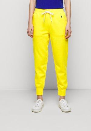 FEATHERWEIGHT - Teplákové kalhoty - university yellow