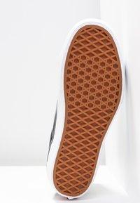 Vans - SK8 PLATFORM 2.0 - Zapatillas altas - black/true white - 8