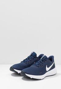 Nike Performance - REVOLUTION 5 - Zapatillas de running neutras - midnight navy/white/dark obsidian - 2