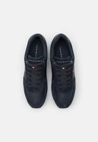 Tommy Hilfiger - ICONIC RUNNER - Trainers - desert sky - 3