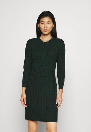 STRETCH CABLE DRESS - Gebreide jurk - tartan green