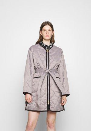 ALEXA CHUNG X BARBOUR BILLIE QUILT - Short coat - grey