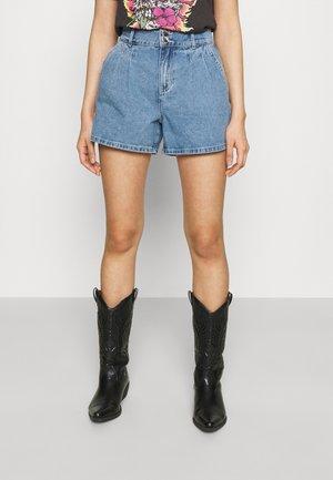 ONLDEBBIE LIFE - Shorts di jeans - medium blue denim