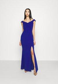 WAL G. - ARIAH OFF THE SHOULDER MAXI DRESS - Vestido de fiesta - electric blue - 0