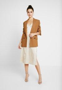 NA-KD - SLIP SLIT DRESS - Denní šaty - light beige - 2