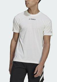 adidas Performance - TERREX PARLEY AGRAVIC TRAIL ALL-AROUND  - Basic T-shirt - white - 8