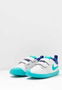 Nike Performance - PICO 5 UNISEX - Zapatillas de entrenamiento - photon dust/oracle aqua/hyper blue/ghost green - 3