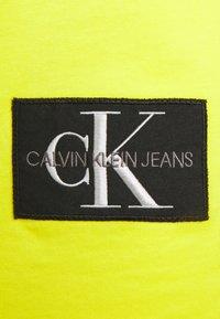 Calvin Klein Jeans - BADGE TURN UP SLEEVE - Basic T-shirt - yellow - 2