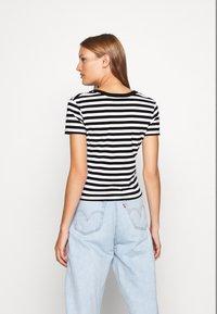 Calvin Klein Jeans - STRIPES BABY TEE - Print T-shirt - black/white - 2
