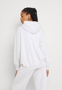 Nike Sportswear - HOODIE - Sudadera - platinum tint/white - 2