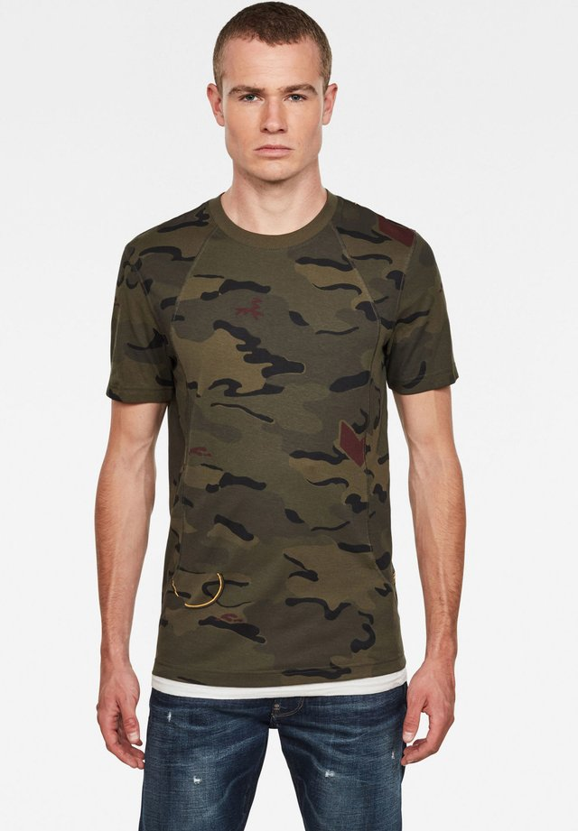 CIRCLE CAMO AOP C&S  SLIM SHORT SLEEVE - T-shirt con stampa - forest night circle camo