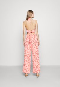 Fashion Union - STRIDE TROUSER - Trousers - pink posey - 2